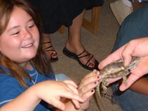 it's fun to pet a lizard